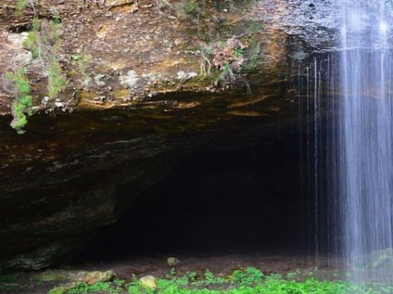 Cueva Serena waterfall: a treasure from Soria next to an enchanted city