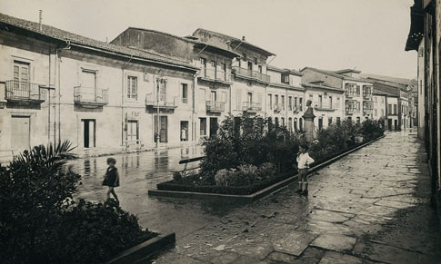 Imagen antigua de El Ancho, en la calle del Sol de Villaviciosa