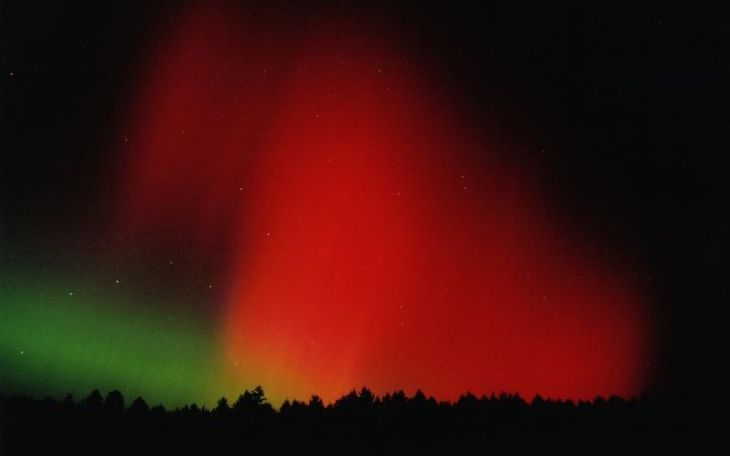 red aurora borealis