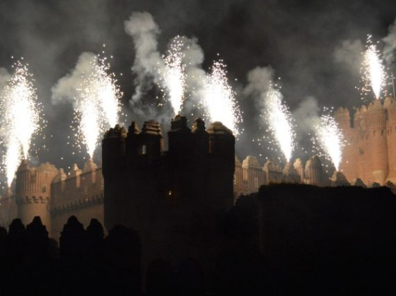 The fireworks of the castle of Coca that join past and present