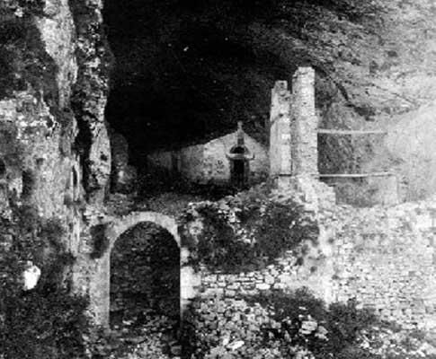 Entrada al Túnel de San Adrián