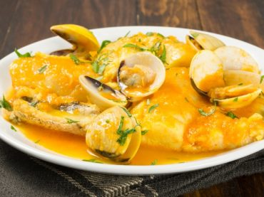 Hake with Clams in Sauce Recipe