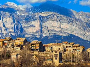 Aínsa, the beautiful medieval village where the Reconquest of Aragón began