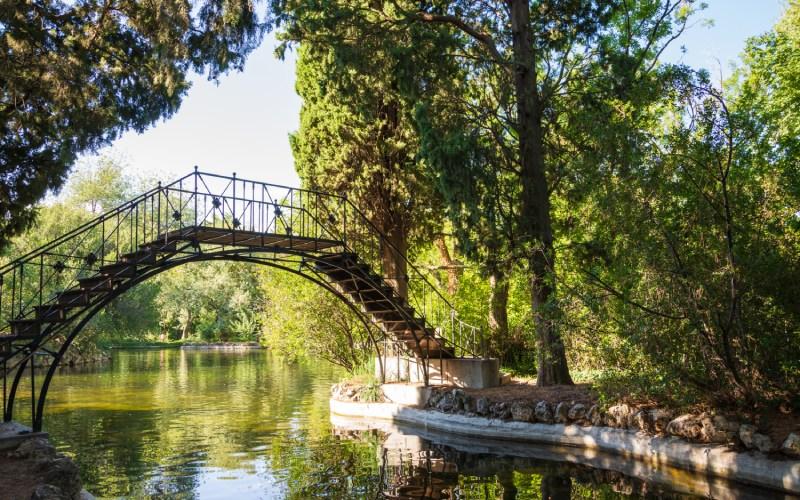 El Capricho iron bridge