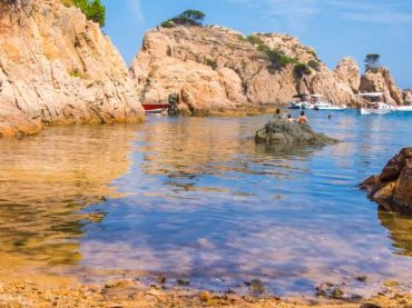 Fascinating coves in the south of Costa Brava