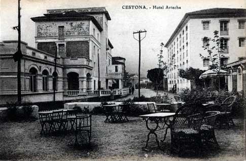Terraza del Hotel Arteche, a principios del siglo XX en Zestoa