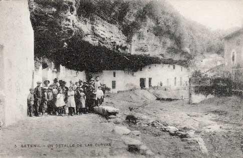 Lugareños de Setenil de las Bodegas en una antigua postal