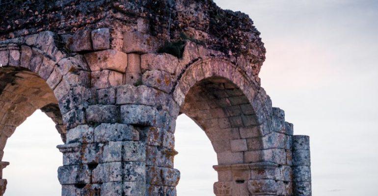 Arco de Cáparra, a unique Roman monument in Spain