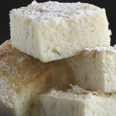 Bica Blanca de Laza, sponge cake of egg whites and cream for carnivals