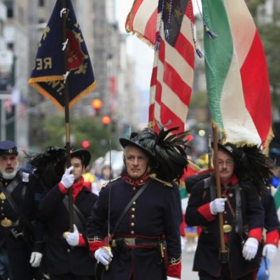 Italian flags instead of Spanish: the peculiar Hispanity Day in the USA