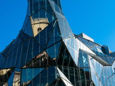 The 11 most impressive glass buildings in Spain, beauty with a fragile look