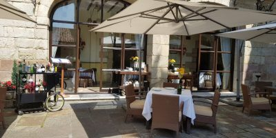 Comer Santillana Mar restaurante jardin gil blas