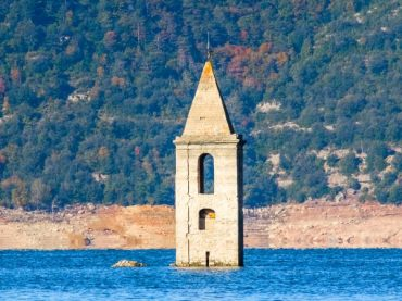 9 places you only see when the reservoirs run dry