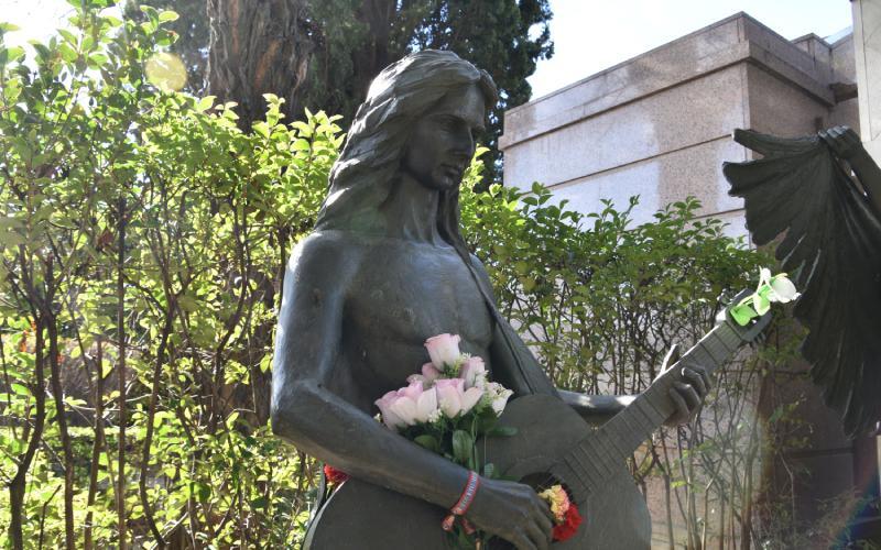 Sculpture of Antonio Flores