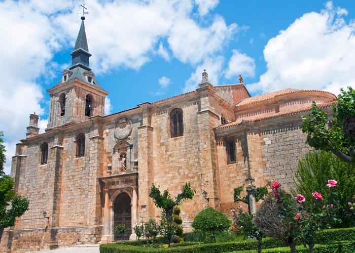 Exterior de la Colegiata de San Pedro, uno de los lugares que hay que ver en Lerma