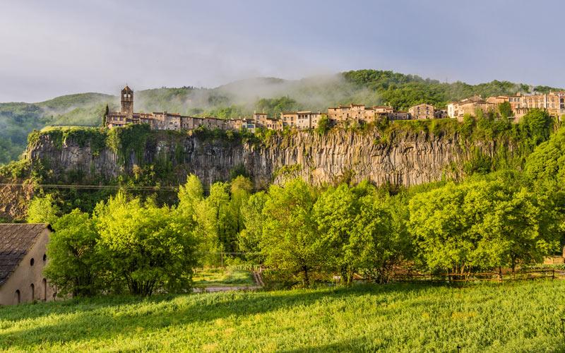 Castellfollit de la Roca, gazing into the abyss  Shutterstock