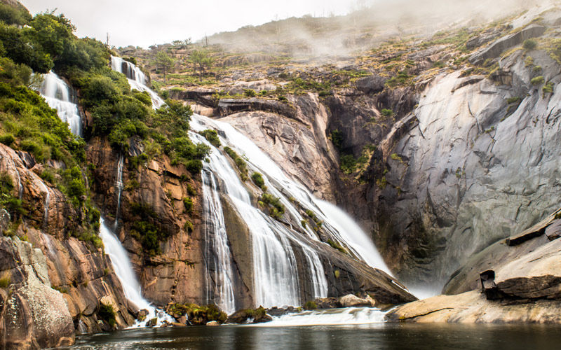Ézaro Waterfall | Shutterstock