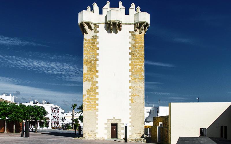Tower of Guzmán | Photo: flickr Rey Perezozo