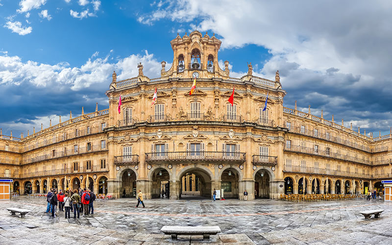 Top 10 most spectacular squares in Spain.