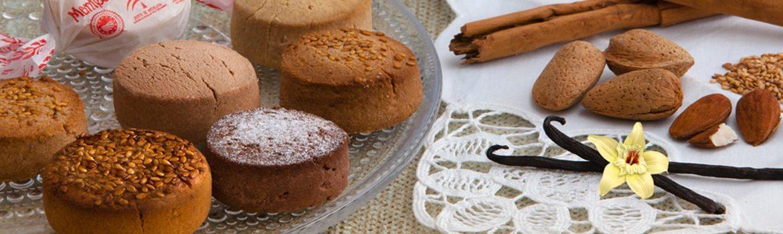 Mantecados and almonds