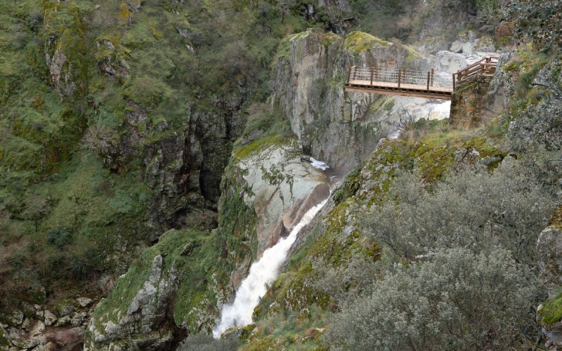 A footbridge over the void