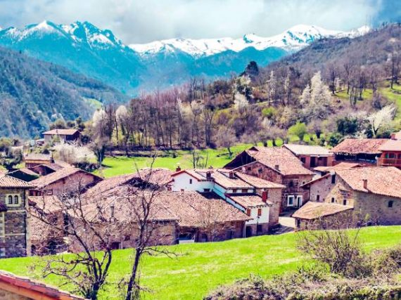 Mogrovejo, a village worthy of Heidi in the heart of Cantabria