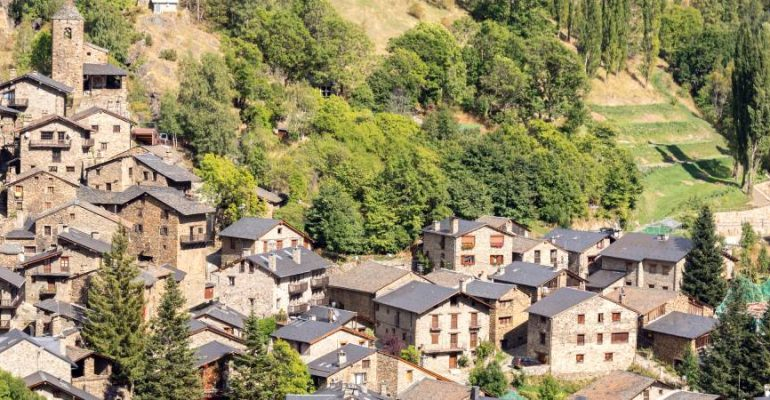 Os de Civís, a Spanish village that you cannot reach from Spain