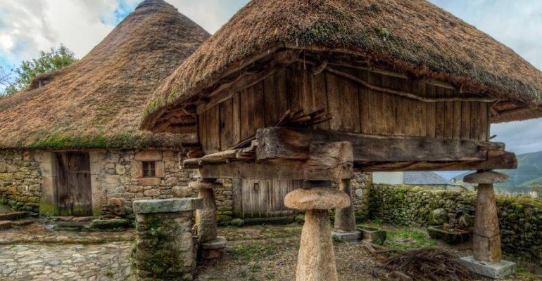 Piornedo and its pallozas, the Galician village where there are still dwellings of pre-Roman origin