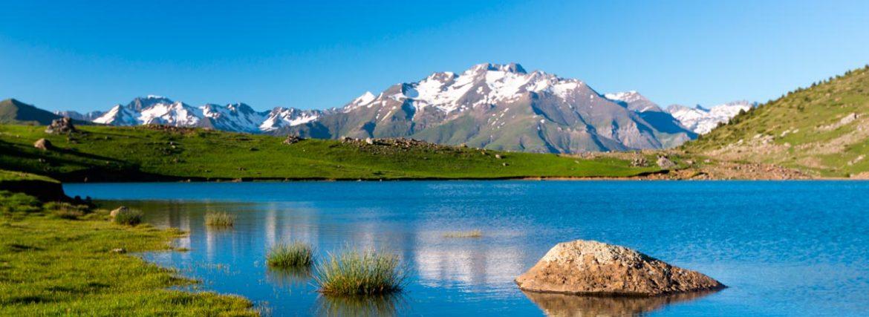 Route through the Ibones of Aragón: glaciar lakes in the Aragonese Pyrenees