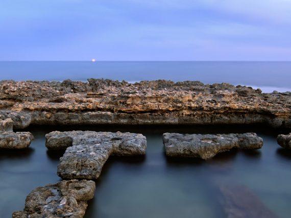 Baños de la Reina in Calpe, swimming on the beach among Roman ruins
