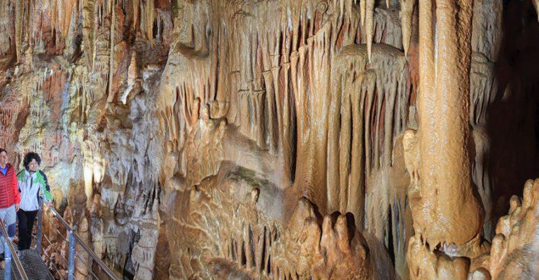 The Caves of Ortigosa: walking among stalactites, stalagmites and giant columns