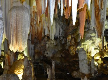 El Águila Caves: spectacular and completely accessible