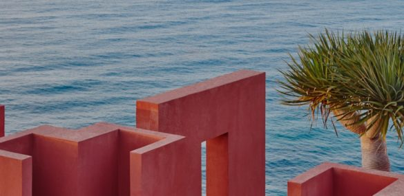 The Red Wall, a splash of color in Calpe