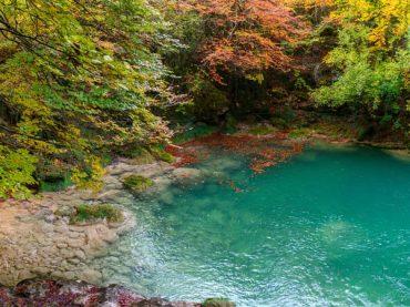 Nacedero del Urederra, a route between turquoise waters