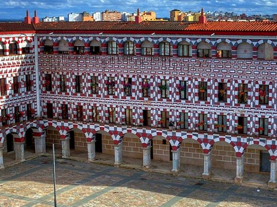 Top 10 most spectacular squares in Spain
