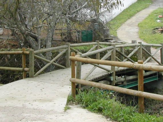 The smallest international bridge in the world is in Spain