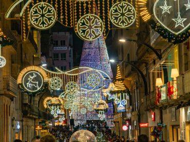 Vigo starts setting up its popular Christmas lights