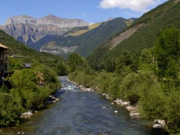The towns of the Ara River, the flow of the Aragonese Pyrenees