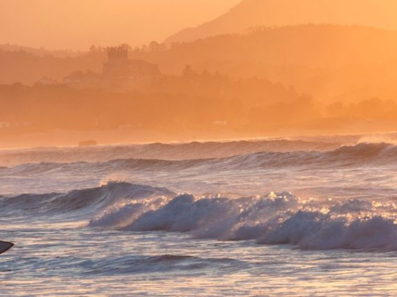 Cantabria from wave to wave: surfing as a different way to know the coast