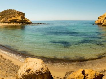 Los Cocedores, a beautiful beach with curious caves