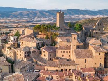Why Ferdinand the Catholic was born in Aragon and not in Navarre