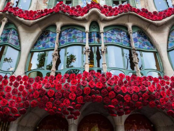 The house with the legend of Sant Jordi on its facade