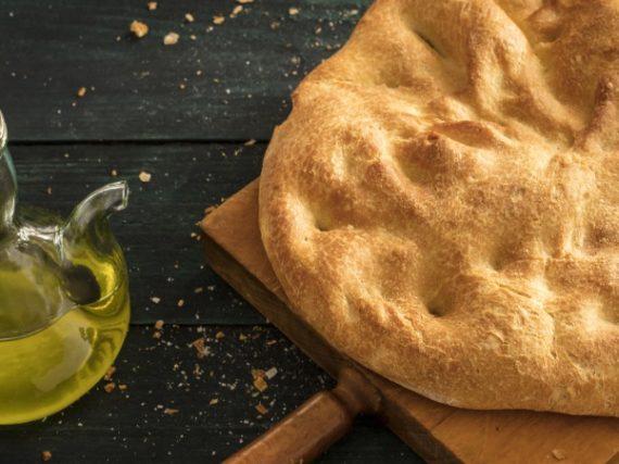 Aranda Olive Oil Torta Recipe, the traditional bread of the Duero region in Castile